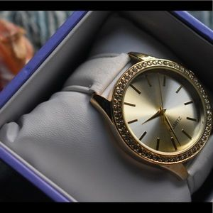 Accessories - NWOT Spring Ladies Beautiful Fashion Watch